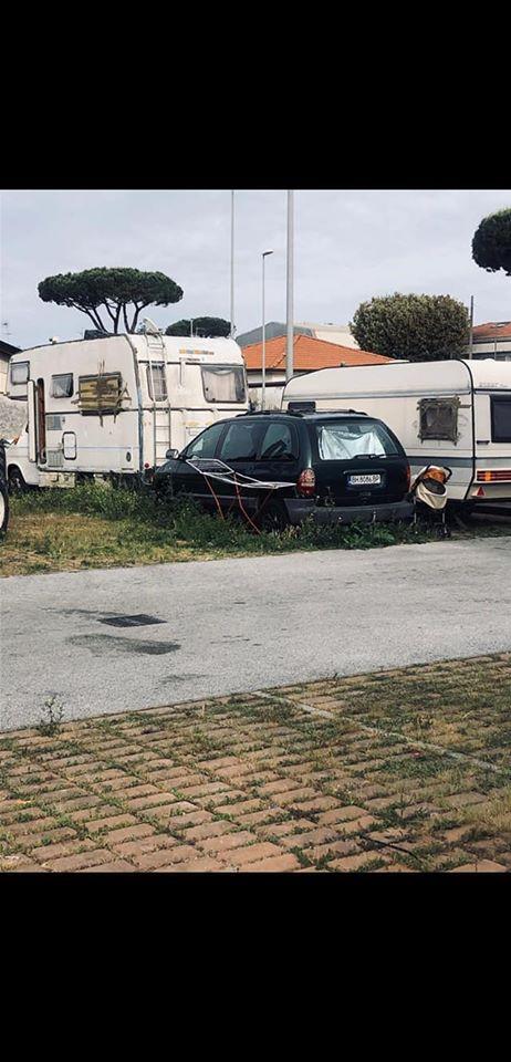 Campo rom abusivo, auto abbandonate  e degrado in Darsena: la denuncia di Luigi Troiso