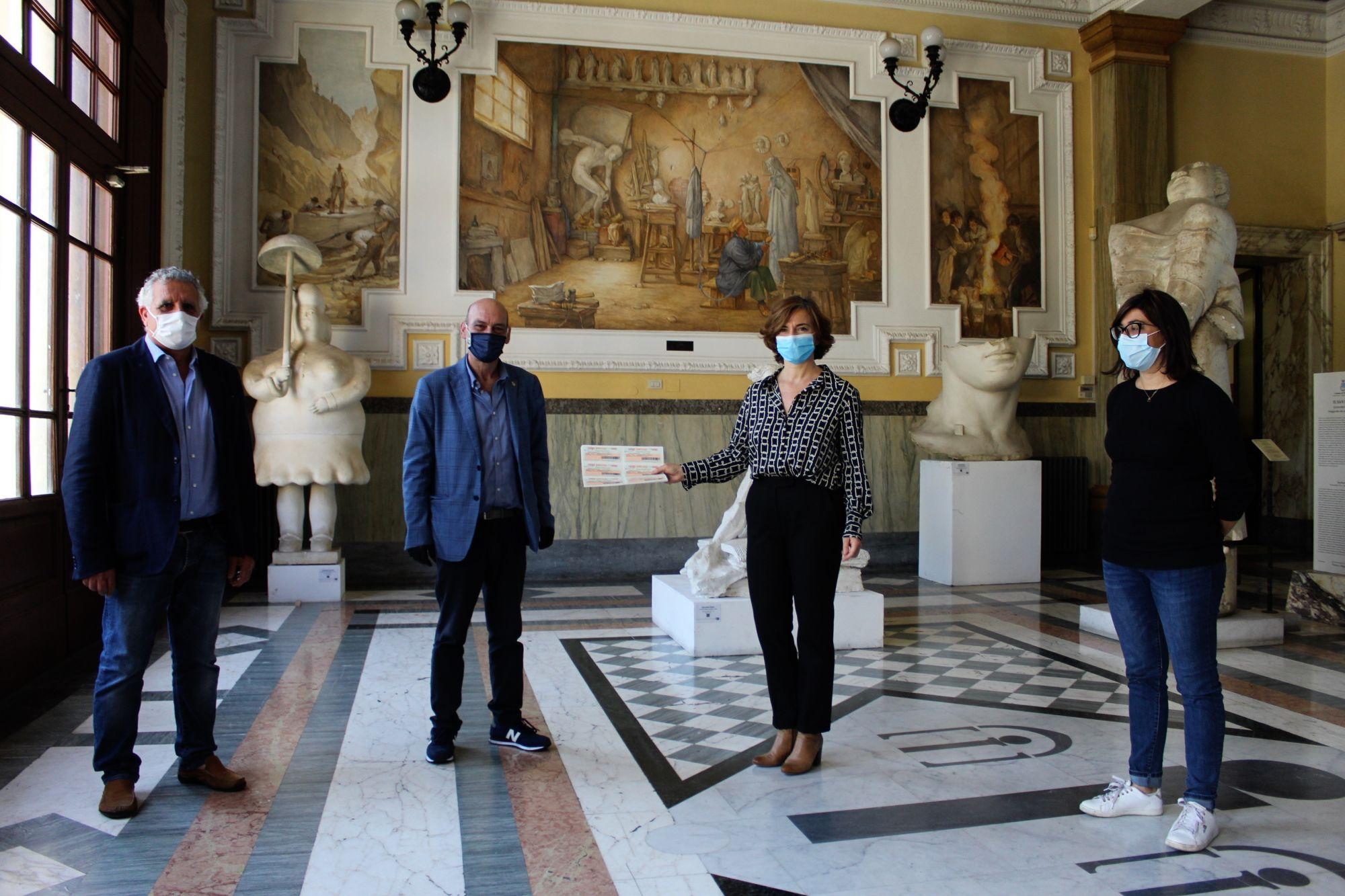 2.000 euro di buoni spesa dal Rotary Club Viareggio Versilia per famiglie bisognose, solidarietà più forte del virus
