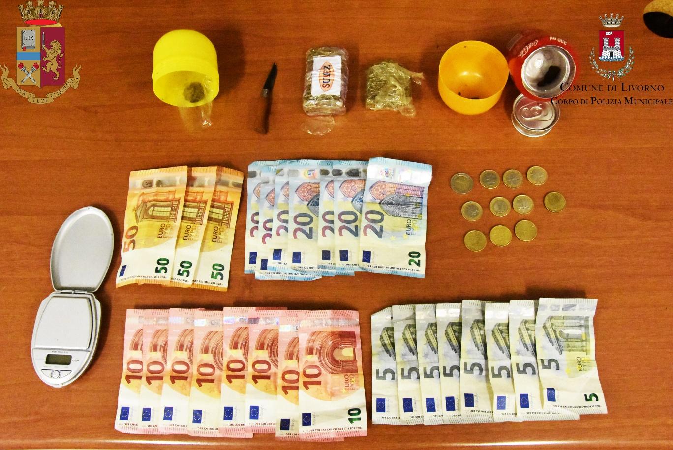 Detenzione di droga ai fini di spaccio, due denunciati
