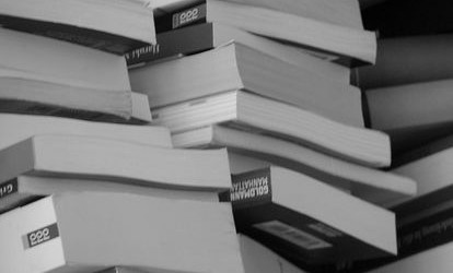 Vanno a ruba i libri dello scrittore fortemarmino che decide di donarne ancora