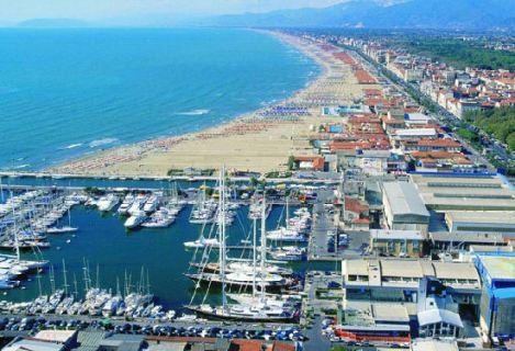 Novità al porto: a Viareggio acqua e luce in banchina, raccolta dei rifiuti dedicata ai pescatori