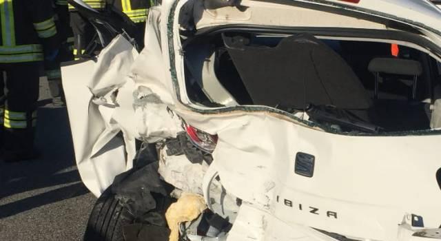 Incidente sulla Cisa, coinvoliti 3 vetture e un camion