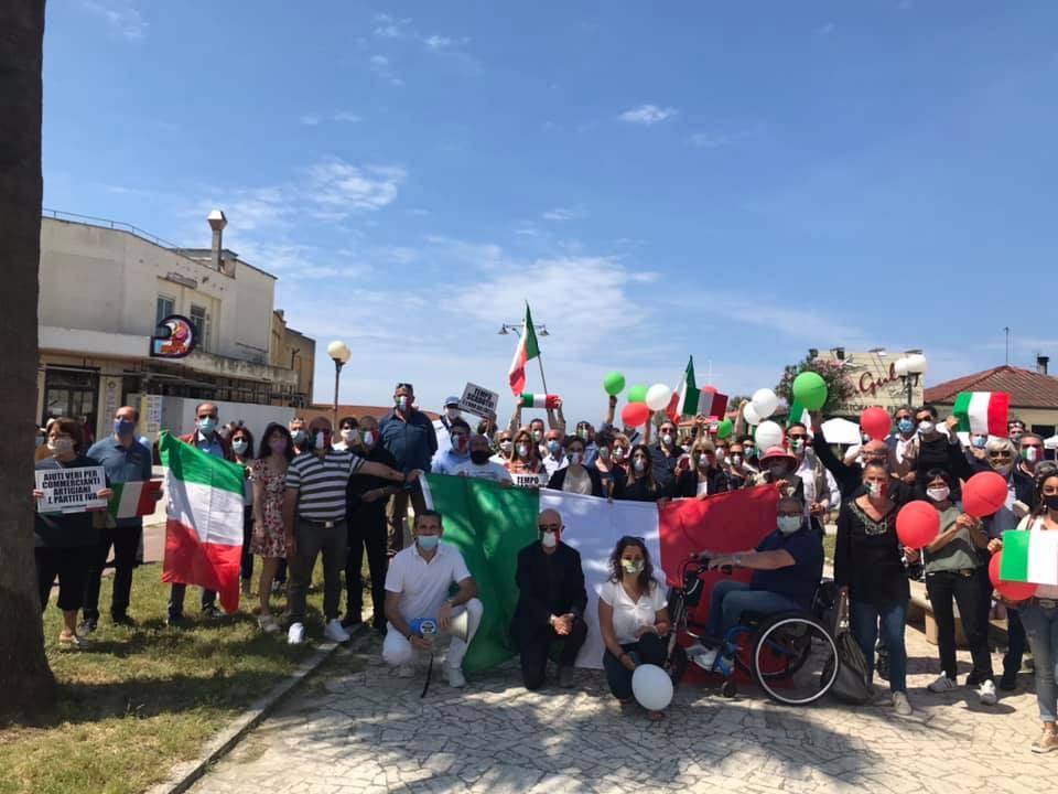 """Fratelli d'Italia al flash mob in Piazza Campioni: """"Diamo voce all'Italia che non si arrende"""""""