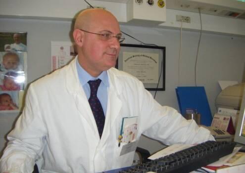 La biologia dei tumori spiegata in modo semplice: libro del dottor Domenico Amoroso per sostenere le iniziative dalla Lilt Lucca
