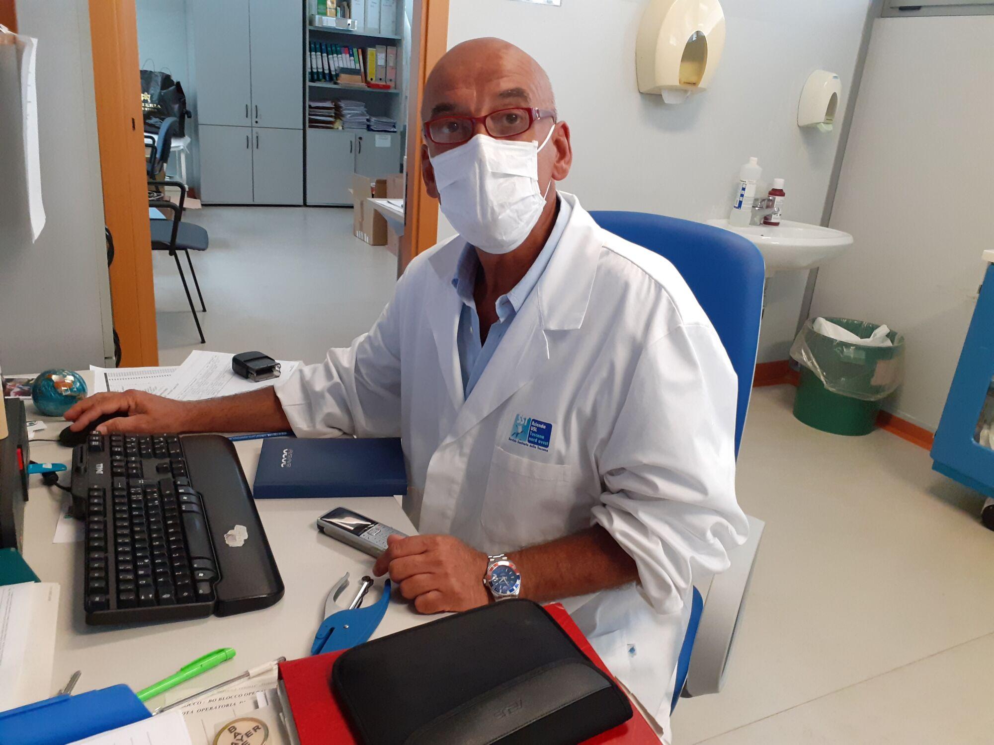"""Coronavirus, la riflessione e l'appello ai giovani del senologo Duilio Francesconi: """"Rispettate le regole, pensate agli anziani e a chi ha patologie"""""""