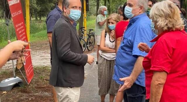 """In centinaia a Viareggio con Tommaso Fattori in pineta di levante: """"Dove erano i candidati sindaco no Asse?"""""""