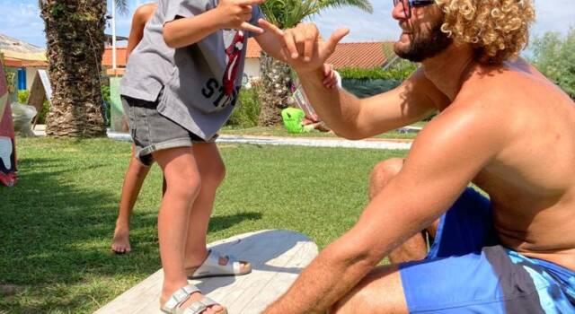 Il campione europeo Federico Nesti dialoga con i bambini del Nimbus Surfing Club