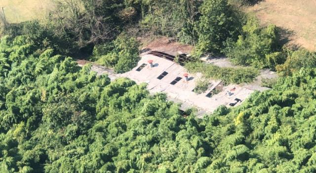 Amianto abbandonato, la GdF sequestra a Camaiore area di 1500 mq