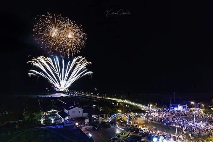 """Eventi: la """"Notte del Pontile"""" a Tonfano, Pietrasanta saluta l'estate"""
