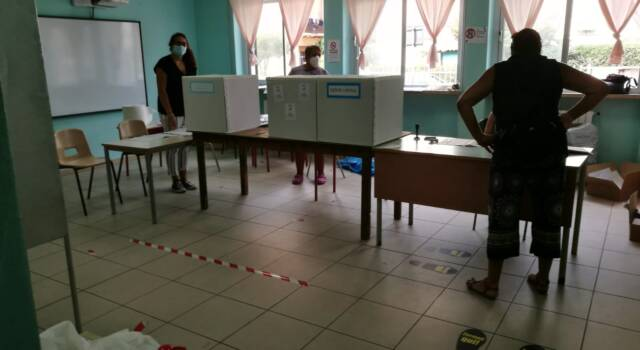 Elezioni, tensioni dentro e fuori i seggi a Viareggio
