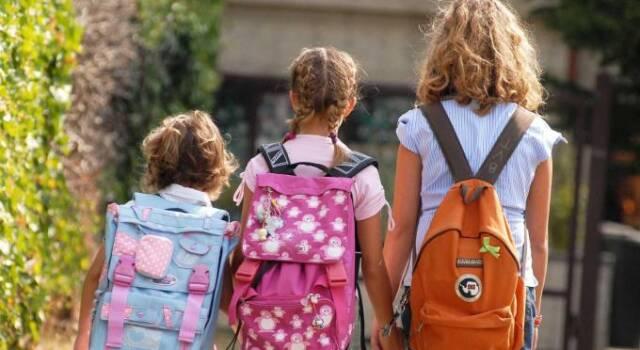 Scuola, nuove indicazioni anti Covid su trasporto scolastico, colloqui genitori-insegnanti e mensa