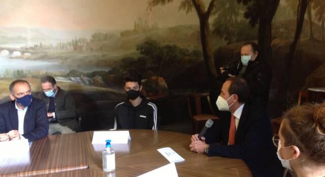La mascherina sospesa nei locali della movida: giovani ambasciatori della prevenzione Covid