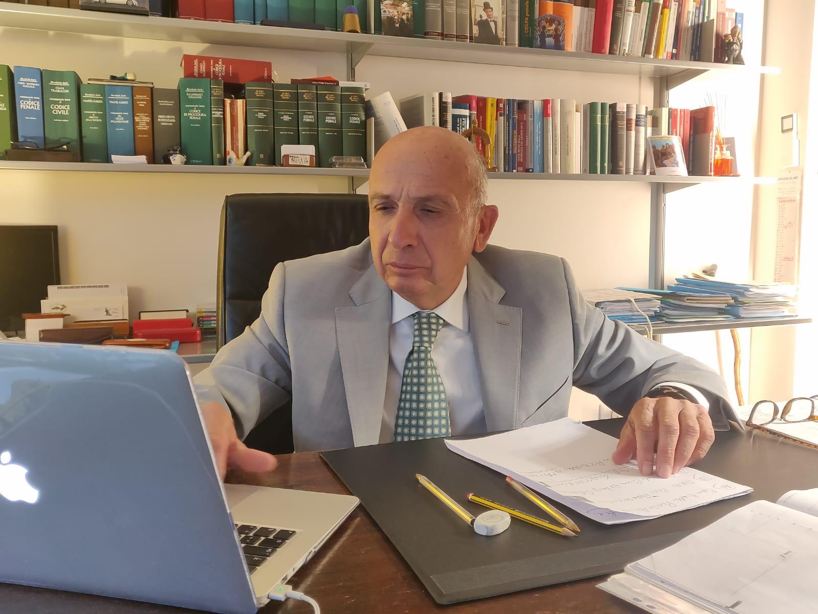 """Tentata corruzione di un consigliere a Massarosa, l'avvocato Riccardo Carloni: """"I miei clienti sono estranei alle accuse"""""""