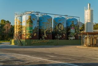 I silos della Salov a Massarosa diventano opere d'arte
