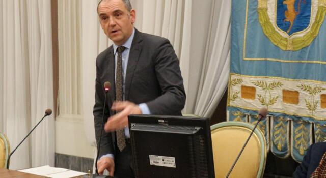 Spostamenti in zona rossa: il presidente della Provincia Menesini scrive alla Regione per chiarimenti