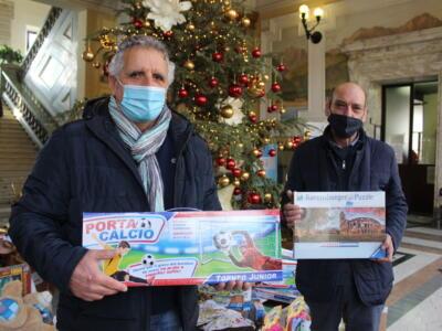 Natale: un giocattolo anche per chi non può permetterselo, l'iniziativa di Comune e Consulta del Volontariato