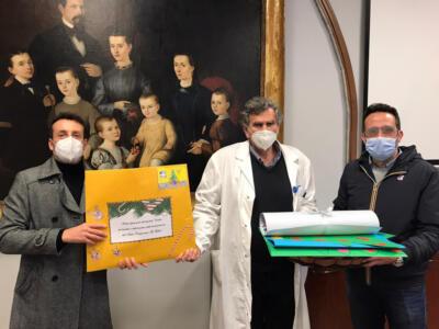 Bimbi delle primarie dell'Istituto Gaber inviano letterine e disegni al personale dell'Ospedale Versilia