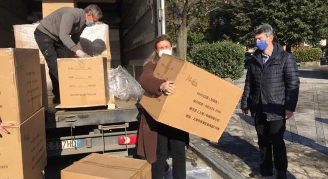 Al via a Forte dei Marmi la distribuzione gratuita delle mascherine FFP2 donate al Comune dalla MAE di Piacenza