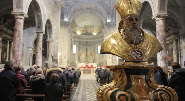 Pietrasanta festeggia San Biagio, liturgie e benedizione della gola (in sicurezza)