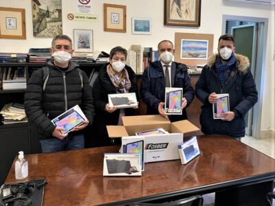 Dad,  Fosber e Provincia di Lucca donano tablet e tastiere al Galilei-Artiglio di Viareggio