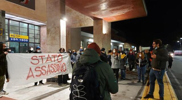 Viareggio protesta, manifestazione in stazione