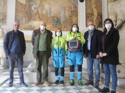 La Consulta volontariato dona kit paramedico al Misericordia di Marina di Pietrasanta