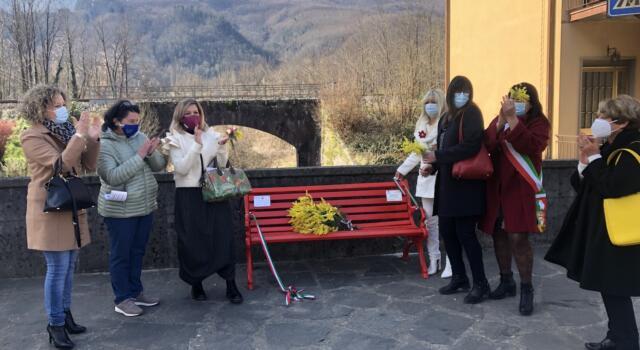 Inaugurata la panchina rossa a Calavorno nel ricordo di Vanessa Simonin