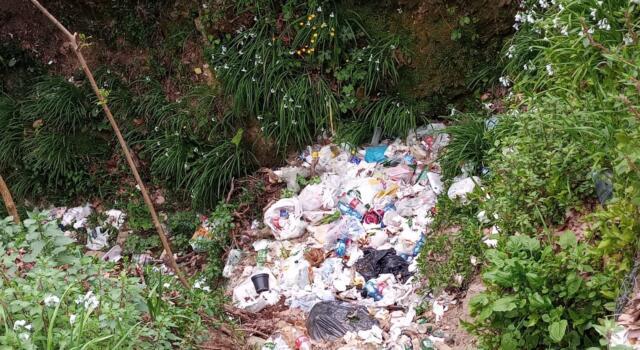 Ambiente: discarica di rifiuti agli ex Salesiani