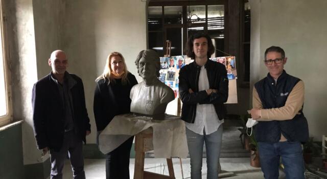 Un busto in marmo di Walter Baglini al Campo del Sale