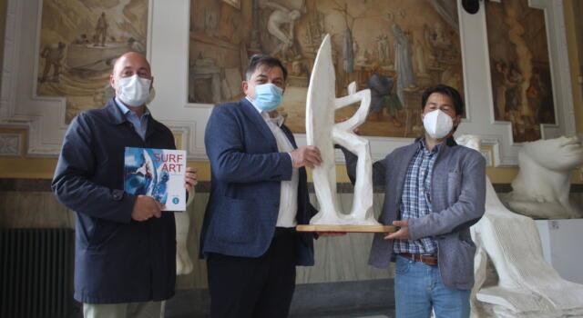 "Arte: surf artist Ganadu dona ""Il Temerario"" a Pietrasanta"