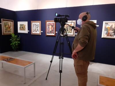 Riprese televisive per la mostra di Gualtiero Passanti