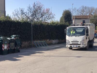 Rubate marmitte dei mezzi per la raccolta porta a porta  di Sistema Ambiente Lucca