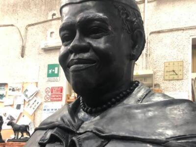 Sindaco di Daytona Beach all'anteprima mondiale scultura della leader diritti civili Mary McLeod Bethune