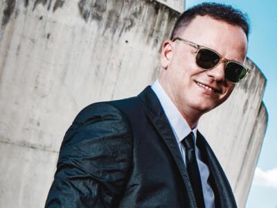 Gigi D'Alessio alla rassegna Villa Bertelli Live, il cuore melodico di Napoli a Forte dei Marmi
