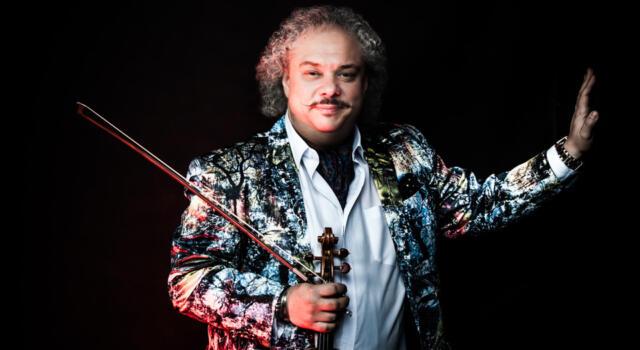 Il grande violinista Tzigano Roby Lakatos sabato 25 settembre al teatro comunale di Pietrasanta