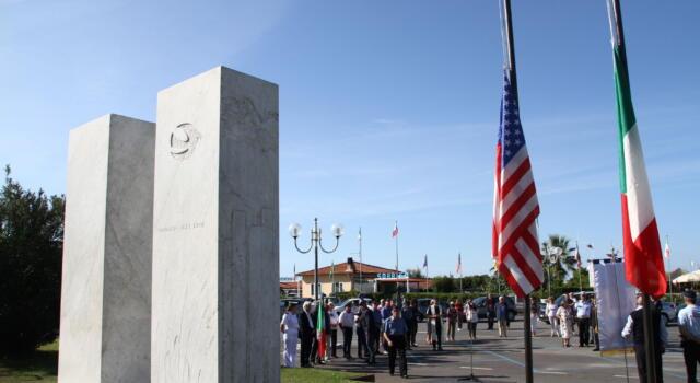 11 settembre: Pietrasanta ricorda vittime Torri Gemelle, cerimonia in Piazza America