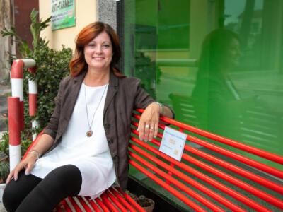 Simona Barsotti, la storia della panchina rossa di Massarosa in attesa di una collocazione