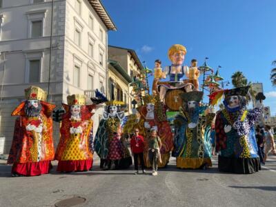 Carnevale Universale, le mascherate di gruppo e le maschere isolate
