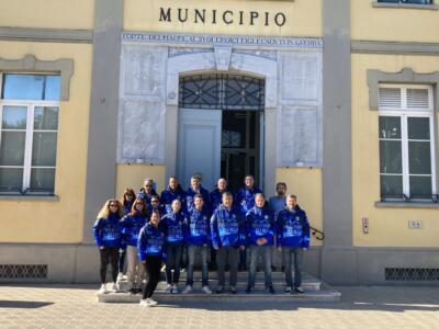 Lo Sci Club di Forte dei Marmi dona una giacca al Sindaco Bruno Murzi