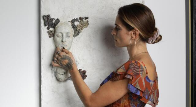 """L'opera """"Pina Nera"""" della pietrasantina Valentina Lucarini Orejon in mostra all'Opera di Dubai"""