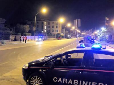 Fugge all'alt dei Carabinieri e poi si ribalta con la macchina, denunciato 24enne